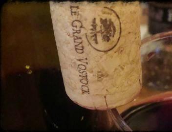 Красное сухое вино сорт винограда Голубок